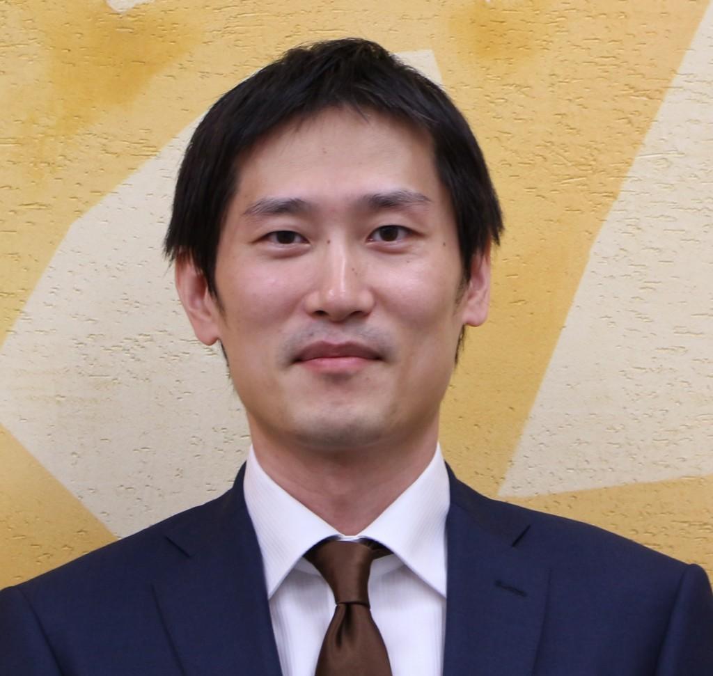 鈴木 健嗣氏